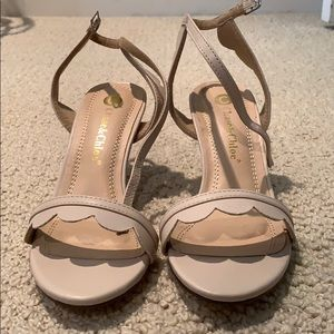Chase and Chloe heels in cream color